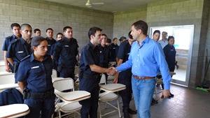 El intendente Juan Pablo de Jesús recorrió la Escuela de Policía