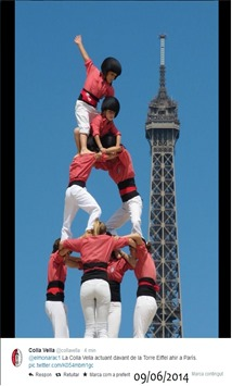 Castellers a la Torre Eiffel