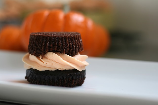 Easiest Way To Eat a Cupcake