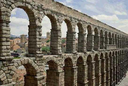Arquitectura romana puentes acueductos arcos - Acueducto de segovia arquitectura ...