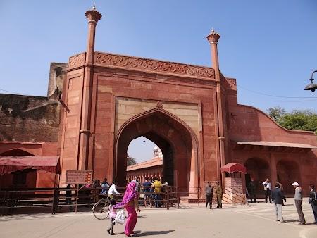08. Poarta intrare Taj Mahal.JPG