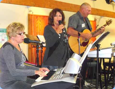 Carole Littlejohn, Janice and Kevin Johnston playing at the Raglan Club Saturday Night Concert