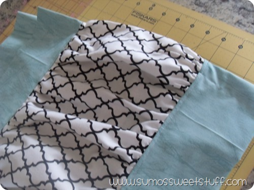 .:Sumo's Sweet Stuff - Ruffled Table Runner:.