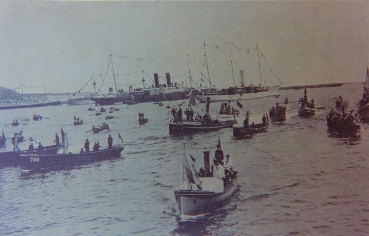 Visita del rey Alfonso XIII a Canarias en el año 1906. Al fonso se aprecian el GIRALDA y el ALFONSO XII. Archivo FEDAC.jpg