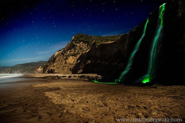 glow-sticks-dropped-into-waterfalls-lenz-abildgaard-arco-iris-luz-cachoeira-desbaratinando (2)