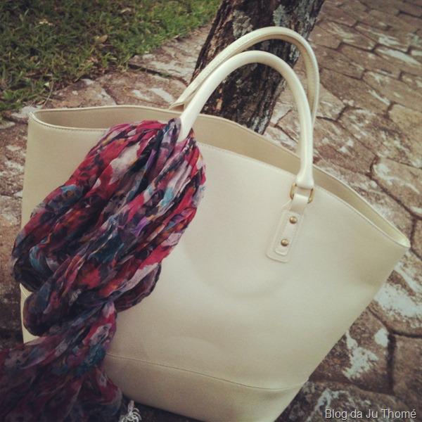 look detalhe maxi bolsa com lenço
