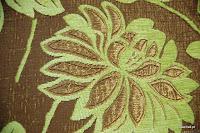 Tkanina obiciowa z efektem metalicznym w kwiaty. Brązowa.
