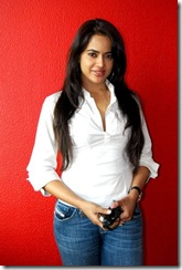 sameera  reddy in jeans