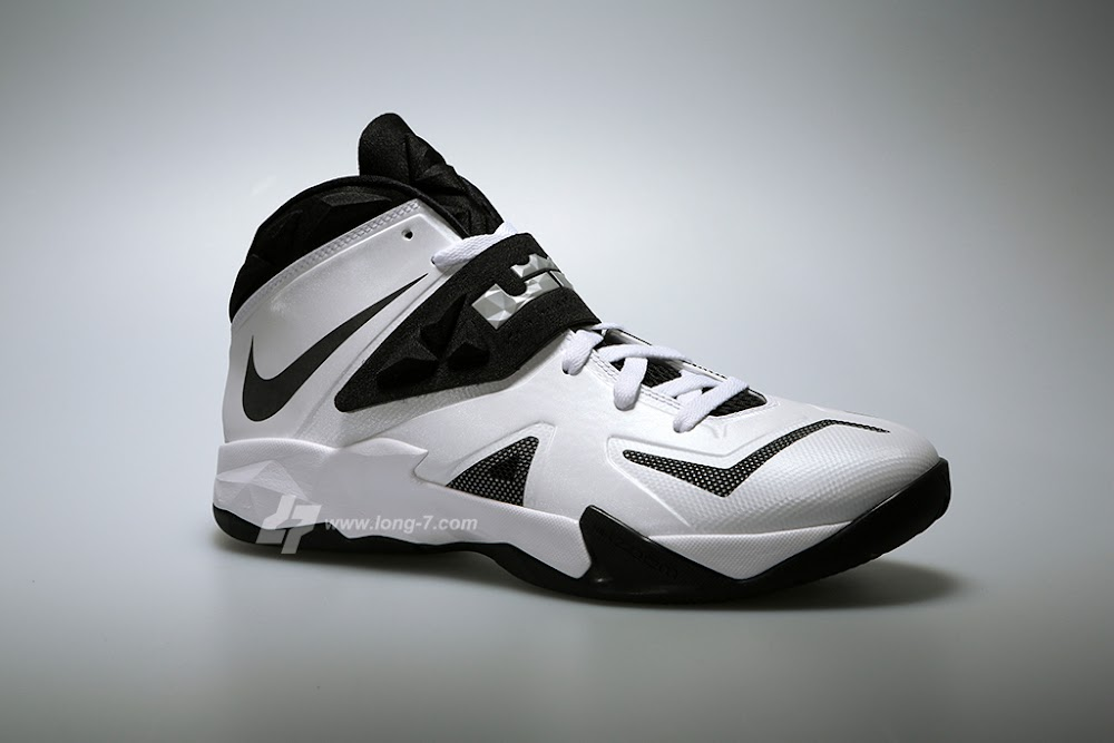 406ad911d090 ... New Pics Nike Zoom Soldier VII TB White Black and Silver ...