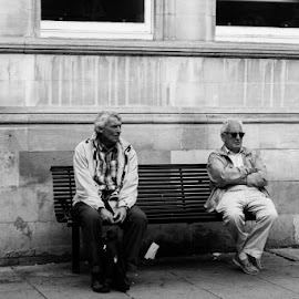 Waiting for the missus by Duncan Riggall - People Street & Candids