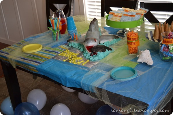 shark-party-table3
