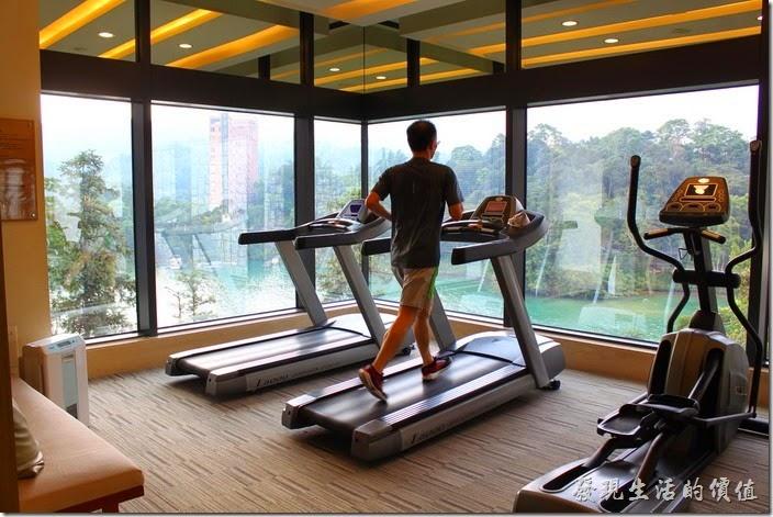 南投日月潭雲品酒店的運動及休閒設施幾乎都集中在B2,有健身房,可以看著湖景跑步。