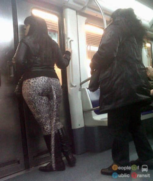 pessoas bizarras em metrô (33)
