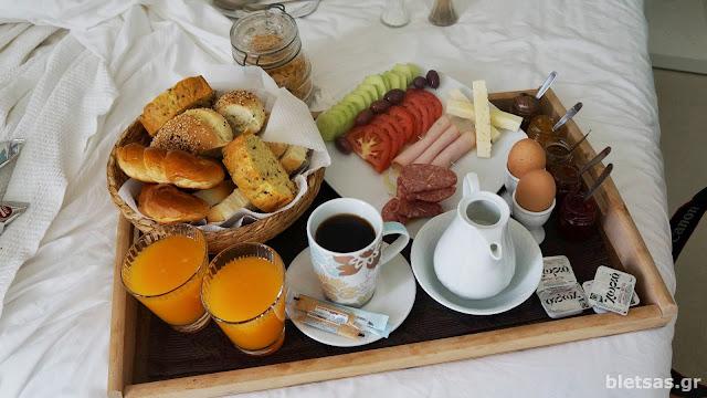 Πρωινό στο ξενοδοχείο 5hermoupolis. Σερβίρεται πάντα στο δωμάτιο!