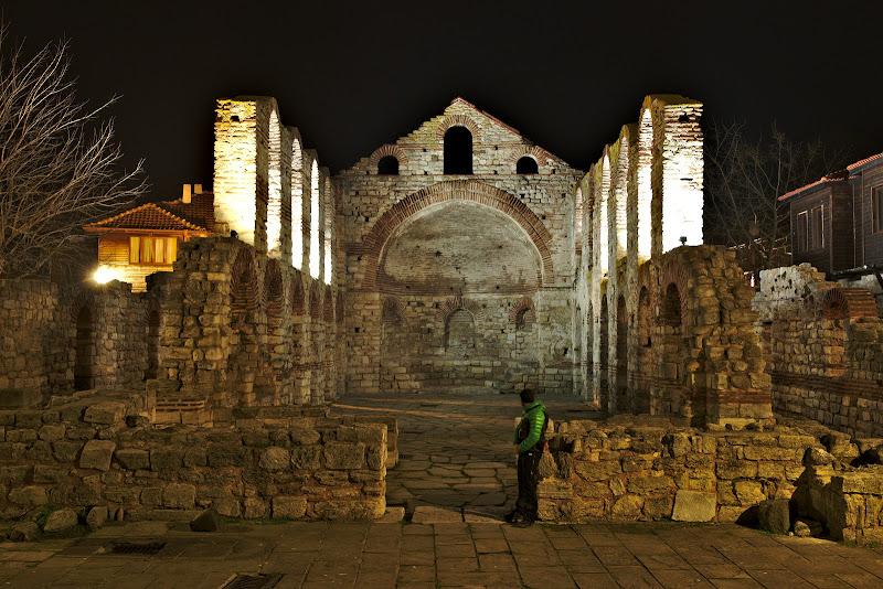 Fosta biserica, una din multele din Nesebar.