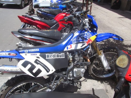 Yamahas and Hondas are GOLD in Bolivia, almost all bikes are Chinese, but, like here, made to look like Hondas or Yamaha…this one has even painted it on the engine case!