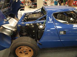 """Lancia Strators HF komora silnikowa, silnik Ferrari Dino, umieszczony centralnie czyli """"miedzy"""" osiami"""