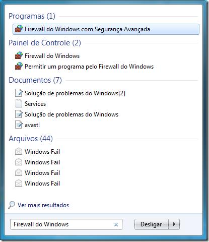"""Abra o Menu Iniciar e digite na caixa de pesquisa """"Firewall do Windows"""", depois clique na opção Permitir um programa pelo Firewall do Windows"""