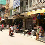 Les devantures de la rue Hang Manh