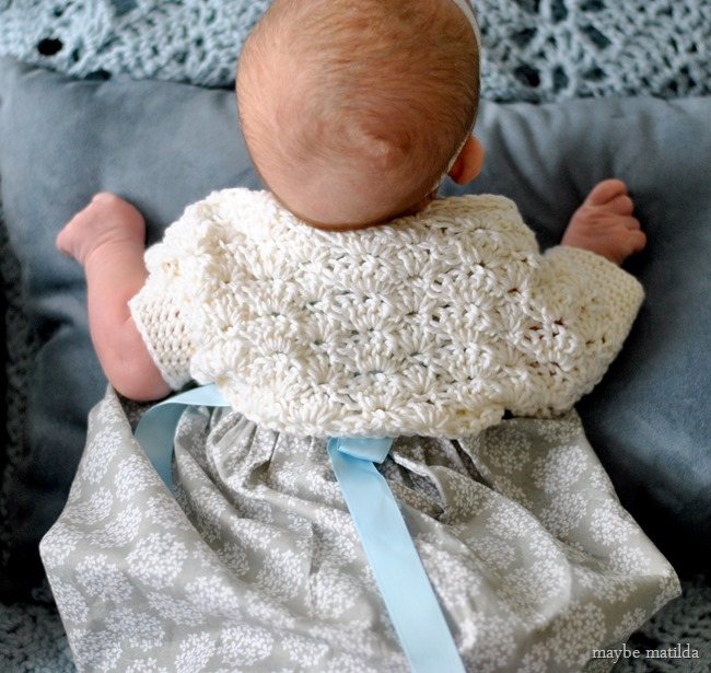 Free pattern and step-by-step photo tutorial to crochet this sweet little shrug!