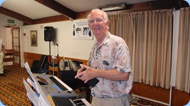 Peter Jackson played, sung and cracked some jokes in between! Peter brought his Yamaha PSR-S950 keyboard. Photo courtesy of Dennis Lyons.