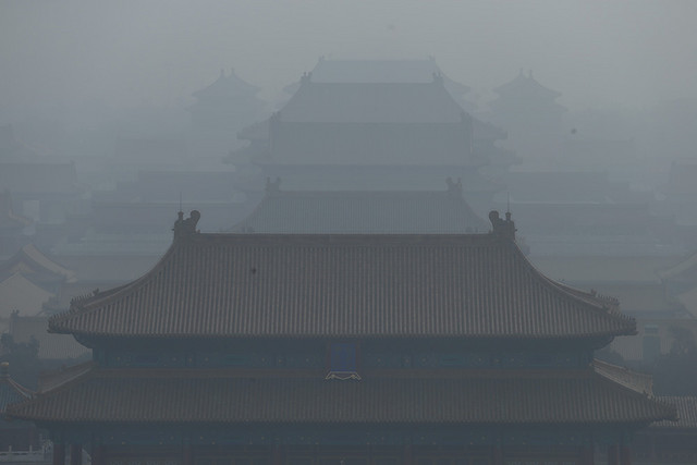 Palaces in the Forbidden City are seen during the heavy smog in Beijing, China, 14 January 2013. Photo: Imaginechina via AP Images