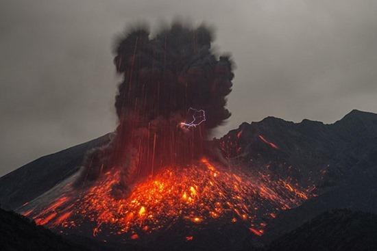 Vulcano em Erupção 04