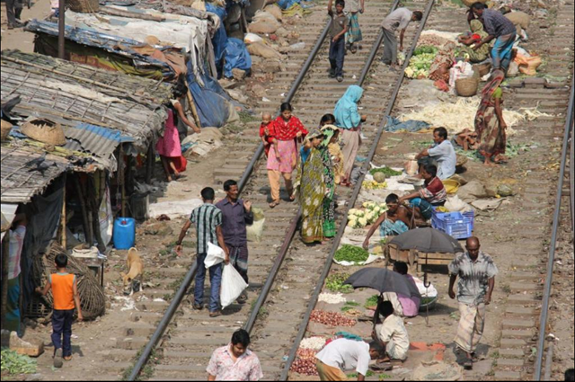 Refugees from all over Bangladesh come to Dhaka, and many end up living by train tracks. Photo: Raveena Aulakh / Toronto Star