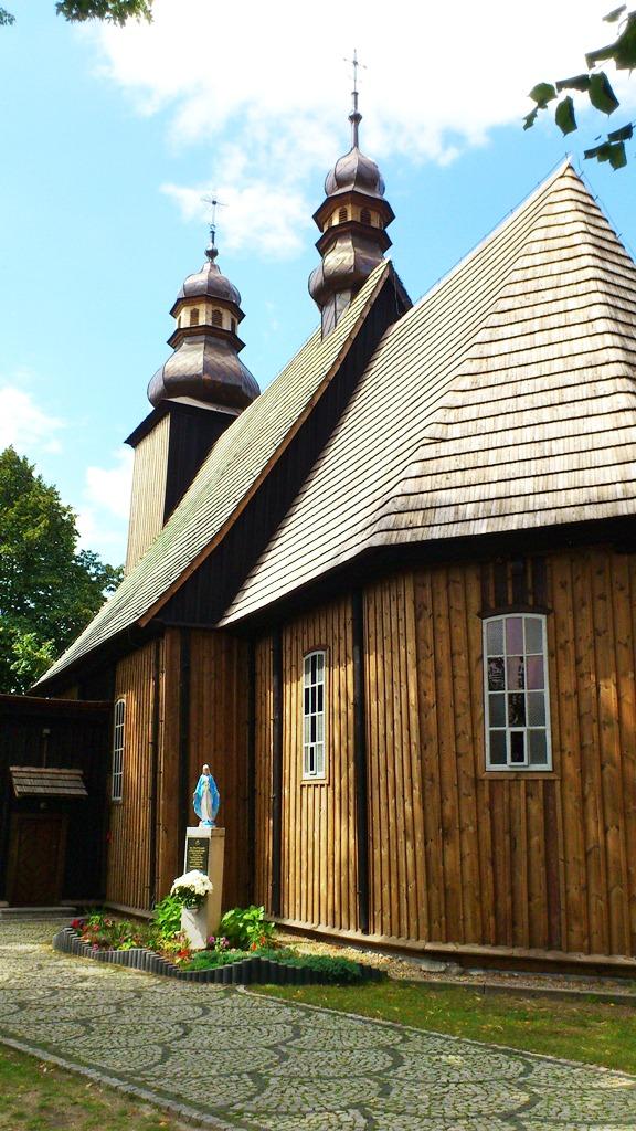Stróża - drewniany kościół