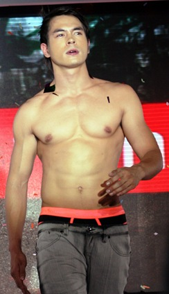 Photo; Boy Borja<br />                Jake Cuenca