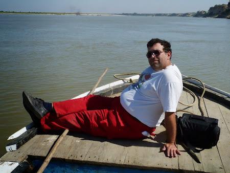Obiective turistice Myanmar: Cu barca pe rau