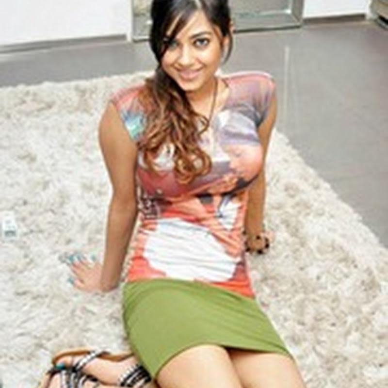 Meera Chopra Sizzling Stills
