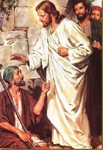 JESUS CURA IMPONIENDO MANOS