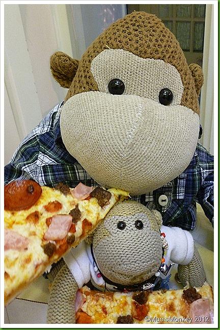 Pizzarelli's Pizza nom nom nom