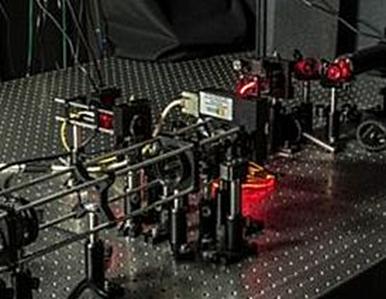 aparato para obter medidas da posição de uma luz laser