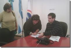 Momento de la entrega del subsidio a la Escuela Primaria Nº 10 de Villa Clelia