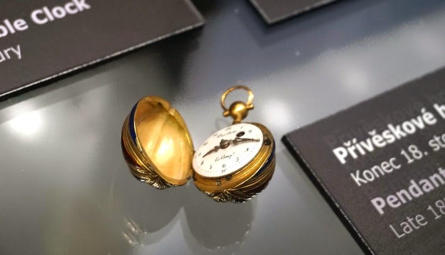 Часы-орех.jpg