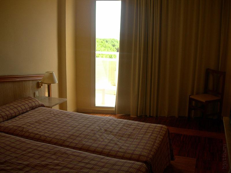 Hotel Terramarina (ex. Carabela Roc). La Pineda. Costa Dorada. Spain.  Обожаю на тихий час закрывать портьеры.