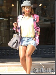 christina-milian-in-short-shorts-shopping-in-beverly-hills-05-675x900
