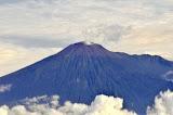 Smoking Slamet seen from the north, on a Jakarta-Bali flight (Wolfgang Piecha, Jun 2011)