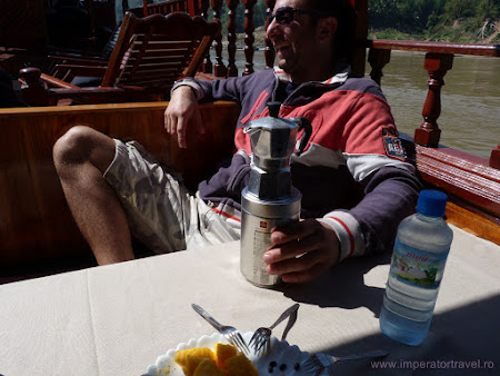 un italian adevarat cu masina de cafea