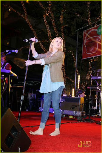 emily%25252520osment%25252520red%25252520kettle%2525252013 Emily Osment performing Teen Rock Bands Join Forces With The Salvation Army ...