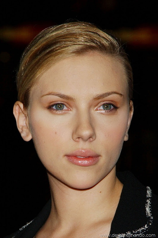 "Scarlett Johansson Photo by Janet Gough ""In Good Company"" World Premiere at Grauman's Chinese Theatre December 6, 2004 - Hollywood, California  CelebrityPhoto.com P.O. Box 1560 Beverly Hills, CA. 90213-1560 TEL 310-786-7700 FAX 310-777-5455"