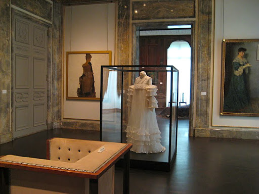 Viennese fashions were also included in the exhibition.