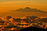 Gn Rinjani just after sunrise, 85km to the east, as seen from Agung, Bali (Wolfgang Piecha, June 2011)