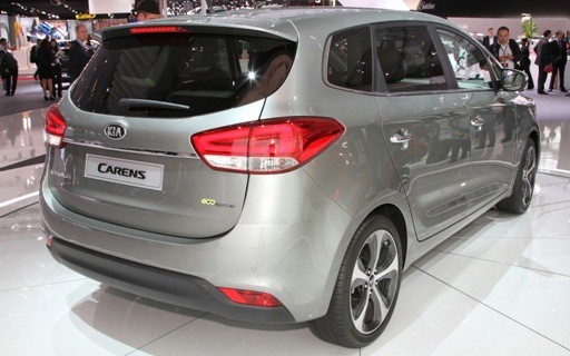 2013-Kia-Carens-rear