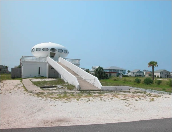 Pensacola Beach's Spaceship House 03