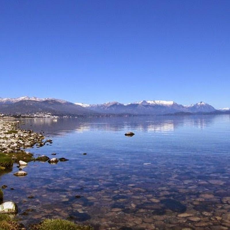El Lago Argentino es el más sureño entre los grandes lagos que yacen a los pies de los cerros de la Patagonia Argentina.