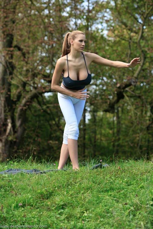 jordan carver linda sexy sensual peitos tits big tits fazendo yoga  desbaratinando  (17)