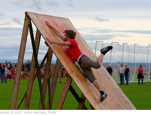 'Obstacle Race - Dornoch Highhland Gathering 2007' photo (c) 2007, John Haslam - license: http://creativecommons.org/licenses/by/2.0/
